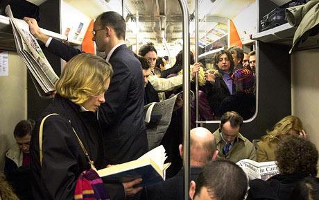 crowded-train_785594c