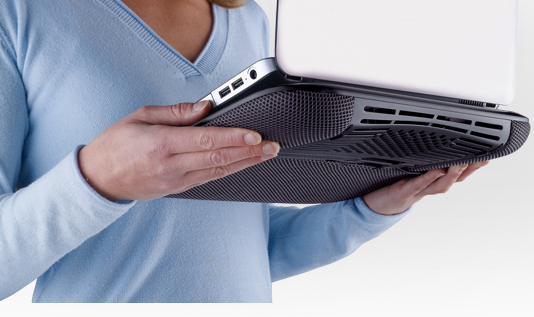Logitech Cooling Pad N200 in Hand
